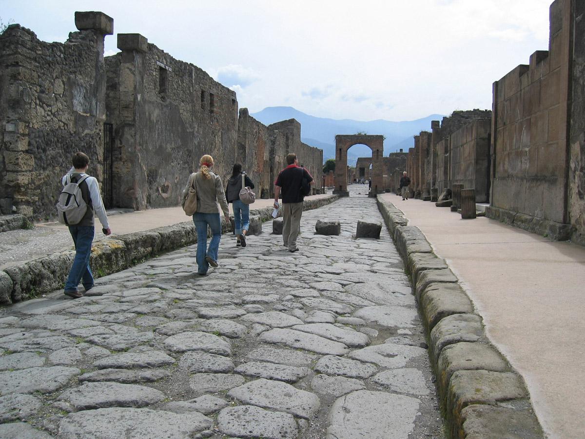 Via dell'Abbondanza, ancient Pompeii main Road
